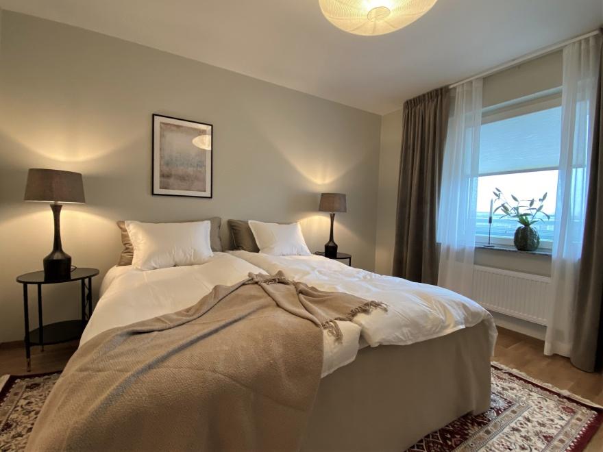 Sovrum i naturnära toner. Inredd lägenhet i Göteborg av Myhres & Coey