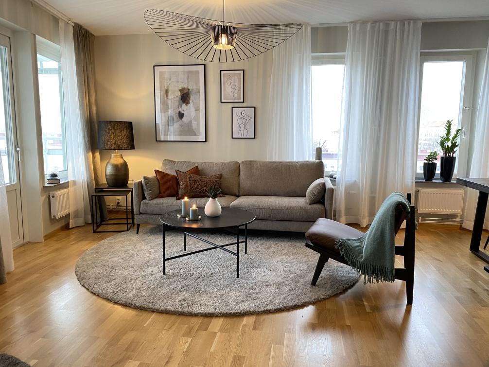 Inredningskonsultation i Varberg. Öppen planlösning med kök och vardagsrum.