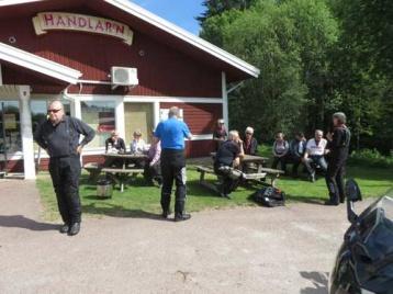 Fikapaus vid Bingsjö Lanthandel med ett härligt wienerbröd därtill.......