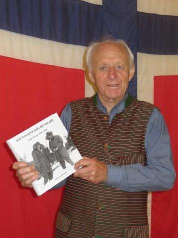 """Lennart Öhnell som berättade om Veteranföreningen för Polititroppene, Norsk """"Hemlig Arme"""" i Sverige 1943-45. Museet Svensk/Norskt Kulturcenter invigdes 1994."""