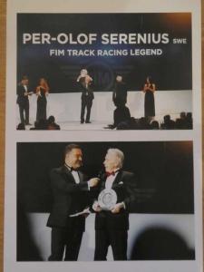 Berlin 2016. Alla världsmästare är här inbjudna och Posa får priset på att han blivit en Legend inom MC-sporten.