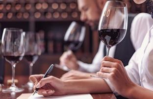 Språkbolaget_bild på vinprovning_jargongsprak
