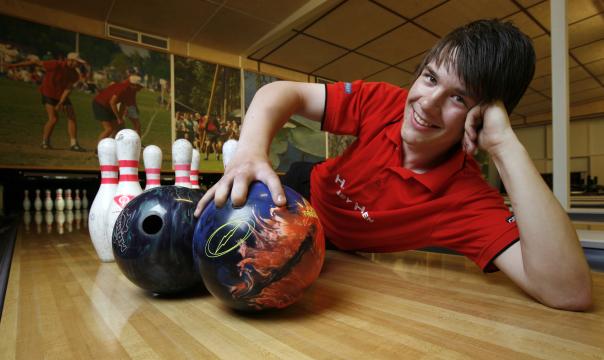 Arvid Thomsson, bowlare.
