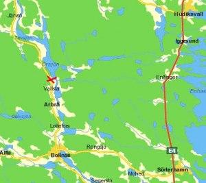 Båthuset ligger nära bron, se röda krysset! Klicka på kartan för att se bättre!