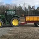 Traktor med dumperkärra