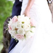 Rund brudbukett i hållare FOTO: Nicolina Lööf