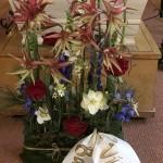 Julinspirerad dekoration med spindelamaryllis &julrosor