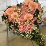Hjärta med olika rosa blommor