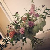 Romantisk bukett i rosa toner