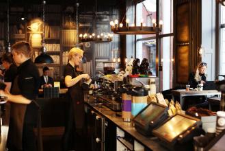 Jacobsen Bygg & Interiörhar varitunderleverantör vid renoveringar av ett 20-tal av Espresso House caféer,på olika platser i Sverige.