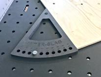 Gradskivan MIter-Slab från Svenska XTools, Med Miter-Slab får du ett anhåll vid kapning från 0-45 grader. Perfekt tillbehör till ditt MFT-bord. Passar även Festool MFT-3