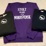 Finns i flera färger. Litet brösttryck och stort ryggtryck; Stolt ägare av en nordsvensk. 320 kr
