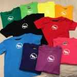 T-shirt Barn Finns i flera färger. Litet brösttryck. 100 kr