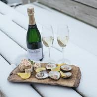 Stillbild på våra snittar, ostron & glas champagne