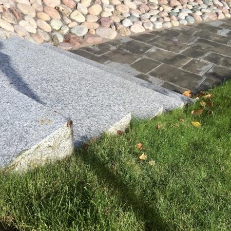 Trappsten av granit.