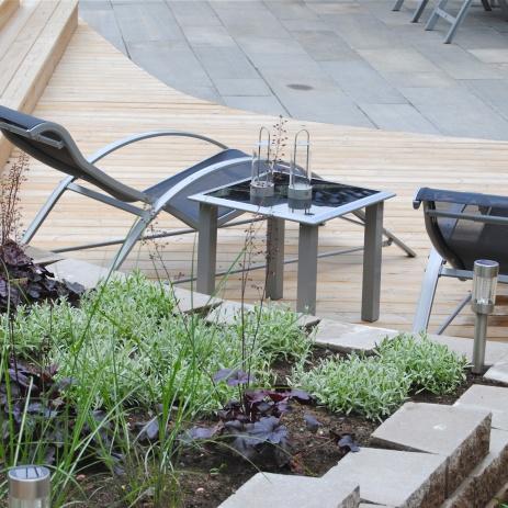 Sittplats nedanför en av terrasseringarna