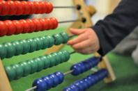 På Lysande förskolan får barnen bland annat öva på att räkna och sortera föremål utifrån antal, mängd, färg och andra egenskaper.