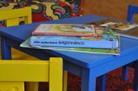 Alla pedagoger läser högt för barnen varje dag. Vi lånar böcker på biblioteket som vi sedan läser och samtalar om.
