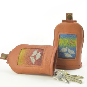 """Giron"" Nyckelfodral i renskinn och handtryckt ull / Key pouch in reindeer leather and hand-printed wool"
