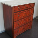 Mahognylaserad byrå med marmorerad skiva / Chest of drawers in mahogany grain and a top in marbling