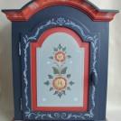 Väggskåp i blå färgställning / Wall cabinet
