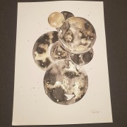 circles in black and gold