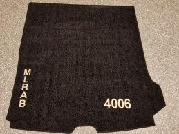 Formsydd matta till V90 med brodrad logo