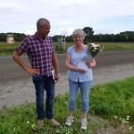 Vinstrikaste Jämtlandsuppfödare 2019 Margareta Hafstad, fick pris av Vsterbo Stuteri. Med Patrik Sjöö