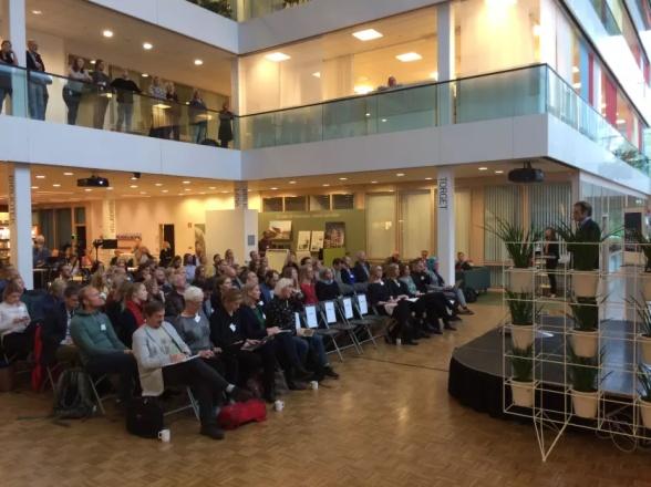 Ett sjuttiotal personer deltog vid presentationen av IPCC:s specialrapport i Naturvårdsverkets lokaler i Stockholm den 8 oktober.
