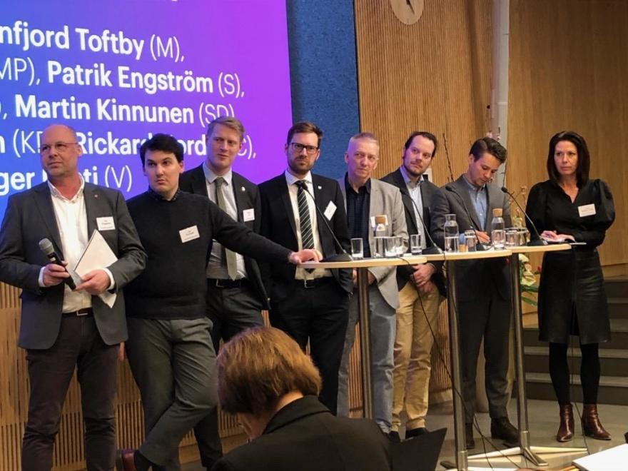 Patrik Engström, S, Joar Forsell, L, Magnus Ek, C, Hampus Hagman, KD, Birger Lahti, V, Martin Kinnunen, SD, Lorentz Tovatt, MP, Cecilie Tenfjord Toftby, M.