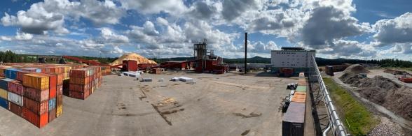 Härjeåns Energis nya kraftvärmeverk har en panna på 32MW som producerar, förutom ånga för torkningsprocessen i förädlingsfabriken, även el och fjärrvärme. Fjärrvärmen värmer sedan upp villor och lokaler i Sveg.