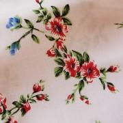 Ljusrosa vävd viskos med blommor