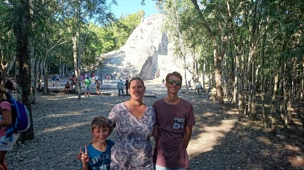 Vid Coba, där man får klättra upp på pyramiden!