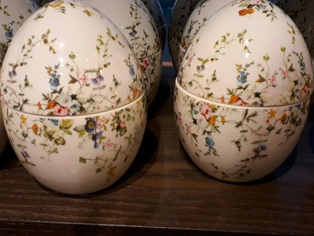 Vackra, sockersöta porslinsägg att fylla med godis, istället för de vanliga slit och släng-äggen i kartong