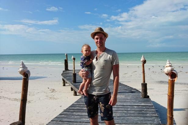 Promenad längs stranden, på spaning efter pelikaner.