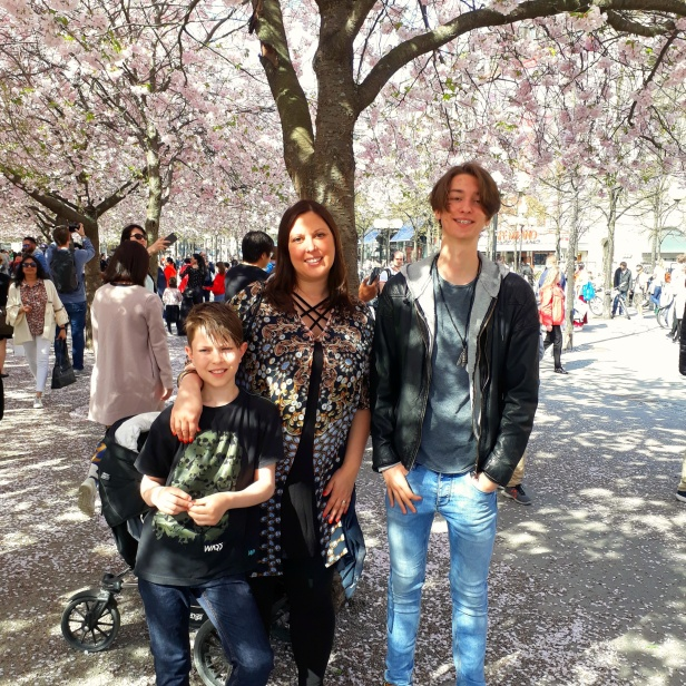 """Maximiliam, jag och Giovanni på det obligatoriska """"under-körsbärsträden-fotot"""""""