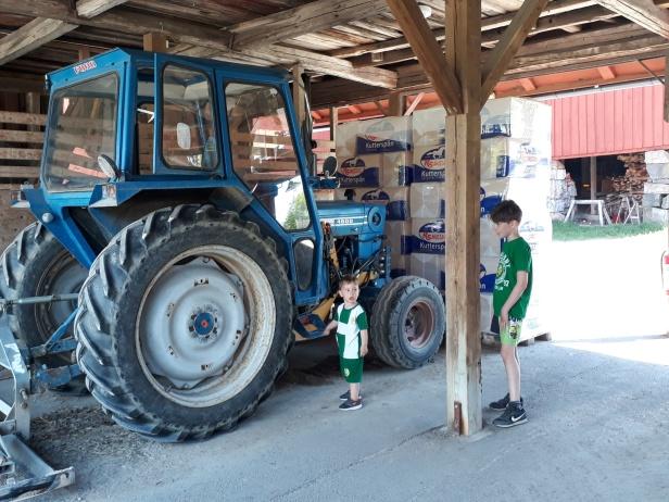 Vi hittade en blå traktor...