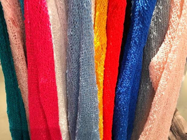 Bolerosarna finns i regnbågens alla färger!
