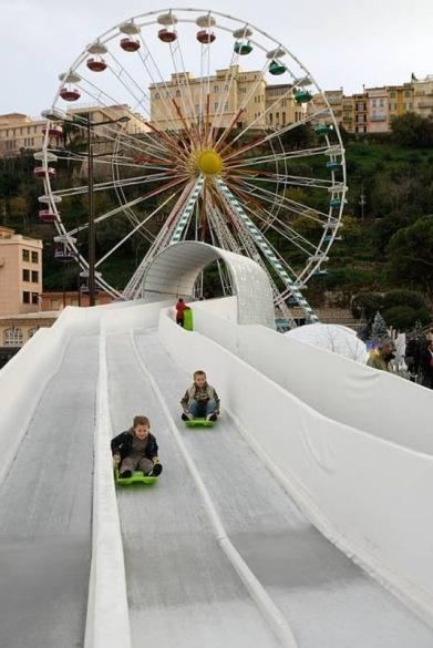 Kälkbackar av is i Monaco, levererad av AST.