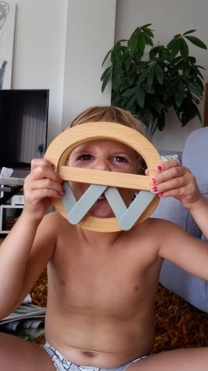 Det går också att bygga andra saker än bokstäver med denna byggsats och leksak, tex en monstermask!
