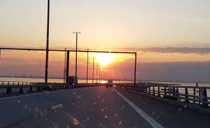 På väg till danmark och Köpenhamn över öresundsbron. Dagen efter skulle vi göra ett nytt försök genom den äggdonation vi gått igenom.