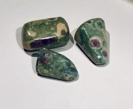 Fuchsit med rubin - 7-8 gr