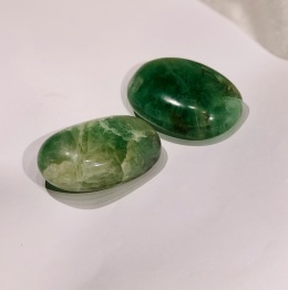 Flourit oval grön - Fluorit oval grön 98,6 gr