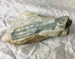 Turmalin, grön i matrix