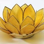 Lotus ljuslykta i chakrafärg - gul
