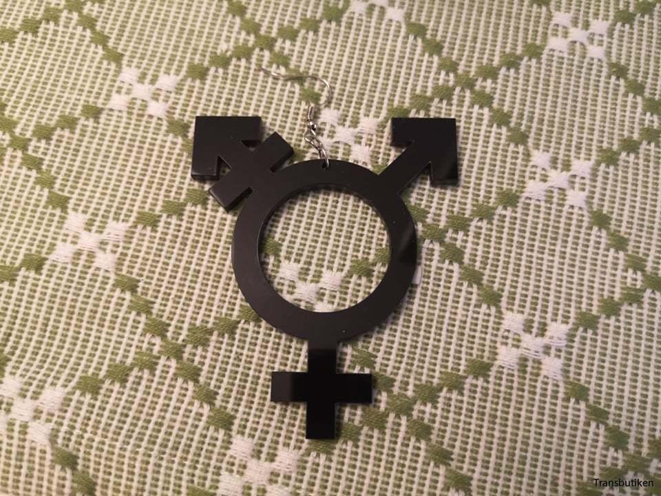 Örhängen transsymbol - By Martinsdotter