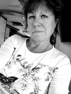 -Tina, vår omtyckta frisör som driver frisörsalongen Hårlocken här på Lugnett Studio.