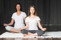 Vi erbjuder flera kurser i att leda barnyoga, meditation & stresshantering för barn på Lugnett Studio