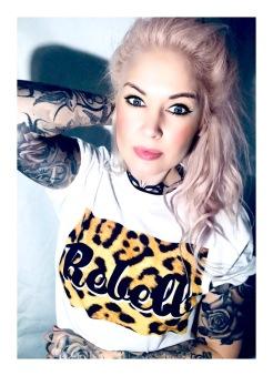 Rebell Tshirt Leopard svart text . Ny! Unisex - Small