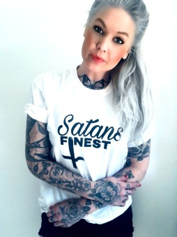 Rebell Tshirt Satans Finest vit nyhet unisex - S
